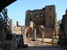 An Interior View of Kenilworth. The ruins of Kenilworth Castle are beautifully evocative, and it's very easy to get really swept up into the history of the place. Kenilworth Castle is special because it marries phenomenal military might with a remarkable Tudor love story. (Blog owner's photo)