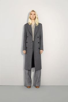 Sharp Autumn – Chloe's fall 2011 lookbook gives a lesson in sharp dressing with wide-legged pants, pleated skirts and lightweight trenches. Modeled by Melissa Tammerijn, the autumn range offers up a warm color palette of camel, tan and brown as well as traditional black and white. Heavy on knits and jackets, the Chloe woman is …