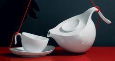 Simple yet extraordinarily beautiful white porcelain tea pot, tea cup and saucer from Fuerstenberg #simple #design #porcelain #teapot #brakfast