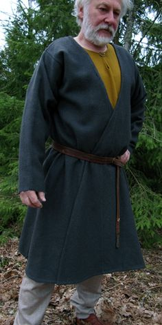 male Viking caftan. It is believed that a garment of this kind was worn by Anglo-Saxon men as well.