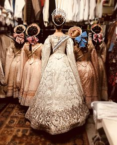"""""""Our cast members were inspired to recreate Pink Paris Designs' drawing of the Romanov women. Anastasia Romanov, Film Anastasia, Anastasia Broadway, Anastasia Musical, Anastasia Cosplay, Anastasia Dress, Princesa Anastasia, Pink Paris, Beautiful Sketches"""