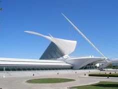 Milwaukee Museum of Art, Architect: Santiago Calatrava; Milwaukee, Wisconsin