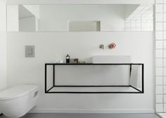 Estrutura de ferro preta e uma cuba. A base pode ser vidro ou mármore. Minimalismo.  0104-15-banheiros-minimalistas-para-se-inspirar