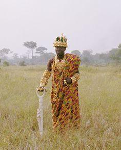 Céphas Bansah of voluit koning Togbe Ngoryifia Céphas Kosi Bansah woont in Duitsland, maar regeert over meer dan 200.000 mensen in Ghana per fax, telefoon en email.