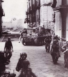 German paratroopers and panzer in southern Italy.The picture with the Marder seems to belong to a group of images taken in Barletta (Apulia) on Sep 12 1943. In this operation Fallschirm-Panzerjäger-Abteilung 1 of 11st FJD was involved as part of Kampfgruppe Gröschke (II./Fallschirmjäger-Regiment 1) .: