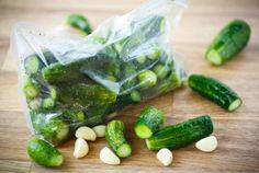 Малосольные огурцы за 5 минут в пакете — это быстро, легко и просто. Рецепты малосольных огурцов. Советы как приготовить вкусные огурцы за 5 минут в пакете.
