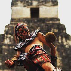 Juego de pelota en el parque arqueológico Tikal (Guatemala)