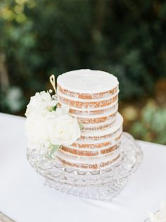 Rustic naked cake: http://www.stylemepretty.com/2015/11/23/powder-blue-outdoor-garden-wedding/ | Photography: Honey Honey - http://hoooney.com/