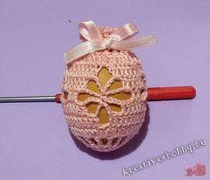 Horgolt tojástakaró minták 4. - Kreatív+Hobby Alkotóműhely Easter Projects, Easter Crochet, Egg Decorating, Amigurumi Doll, Easter Eggs, Crochet Earrings, Weaving, Cross Stitch, Christmas Ornaments