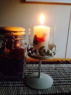 Perhosia kynttilään decoupage-tekniikalla