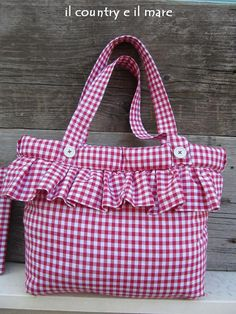 Il country e il mare: sporta e portafogli country chic Potli Bags, Diy Tote Bag, Patchwork Bags, Crazy Patchwork, Bag Patterns To Sew, Denim Bag, Cute Bags, Handmade Bags, Handmade Handbags
