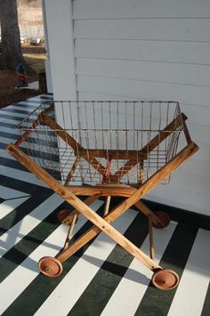 Vintage Laundry Cart - for hanging on the line Laundry Cart, Laundry Basket, Vintage Antiques, Vintage Items, Deco Champetre, Ideas Prácticas, Room Ideas, Do It Yourself Inspiration, Vintage Kitchen