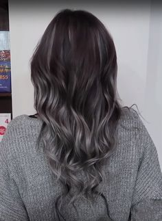 Looking for the right Shampoo For Gray Hair? Here are Top-Rated Shampoos from Pureology, Aveda, L'Oreal and Natur Vital I`ve personally tested! Grey Hair Henna, Henna Hair Dyes, Grey Hair Dye, Silver Grey Hair, Shampoo For Gray Hair, Purple Shampoo, Hair Shampoo, Color Depositing Shampoo, Color Shampoo