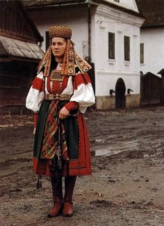 "songs-of-the-east: ""Woman dressed in Hungarian folk costume of Torockó region in Transylvania, Romania "" Folk Film, Ukraine, Costumes Around The World, Hungarian Embroidery, Folk Dance, Historical Clothing, European Clothing, Folk Costume, Tumblr"