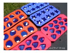 Peace, Love, and First Grade: Making Crayons She melted crayons outside- this is PERFECT for these hot days! Preschool Literacy, Kindergarten Science, Preschool Art, Making Crayons, Melted Crayons, 1st Grade Science, Home Learning, Kids Corner, New Things To Learn
