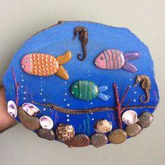 Denizlerin şirin ve gizemli canlıları. #yağlıboya #taş #tasarım #taşboyama #ağaç #stone #stonepainting #handmade #hatıra #hediye #sovenir #gift #balık #fish #denizatı #deniziğnesi #mercanlar #denizkabukları #shell #sea #deniz #ocean #okyanus #denizdibi