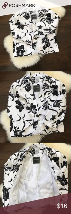 """NWT George Floral Blazer SZ 18 ✔️1 button closure black/white Floral print. 2 front pockets fully lined. Shell: 97% cotton 3% spandex. Lining: 97% polyester 3%spandex. Also features shoulder pads. Ask all questions before purchase.                                                    ✂️bust 47"""" (buttoned). Length 21"""".                      🚫trades, holds, offline transactions.                   ♻️📦 & paper products.                         -6- George Jackets & Coats Blazers"""