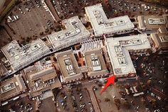 Employees of Facebook have placed on the roof of its new headquarters at a Hacker Way in Menlo Park (California), a huge QR -code area of 12 square meters. Bar code is so large that is visible from satellites. QR-code is a site FB QR code , where the company can post puzzles, jokes and other entertainment content, writes TechCrunch. When the mark index the online mapping services, it can be viewed, for example, through Google Maps.