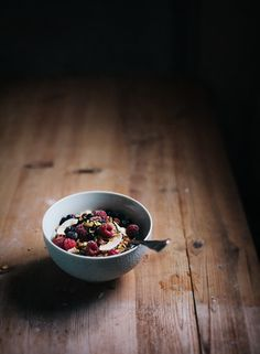 I love starting the day with good granola. Granola with Cinnamon & Maple Syrup | Linda Lomelino