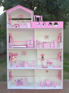 Pink, Pretty, And Could Be Used for A Young Girl's Polly Pocket Dolls. Barbie Furniture, Dollhouse Furniture, Kids Furniture, Cool Paper Crafts, Diy Crafts For Kids, Wooden Dollhouse, Diy Dollhouse, Barbie Doll House, Barbie Dolls