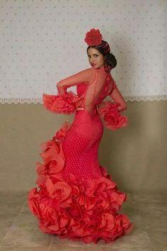 Traje de flamenca Dance Outfits, Dance Dresses, Cute Dresses, Flamenco Costume, Flamenco Dancers, Flamenco Wedding, Costume Ethnique, Red Frock, Flamingo Dress