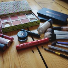 "A different kind of post -some of my holy grail favourite products: BRUSHES: @realtechniques The Duo Fibre Face Brush Cheek Brush Base Shadow Brush and Angled Shadow Brush ( I also love the miracle complextion sponge for foundation but it's far too dirty to be seen by others). My Eyebrow brush is an art brush the Daler Downey 1/4"" Angle Shader FACE : @Revlon Colorstay Foundation in 150 Buff @maybelline Fit Me Concealer in 15 @benefitcosmetics Blush Kit from last Christmas. EYES…"