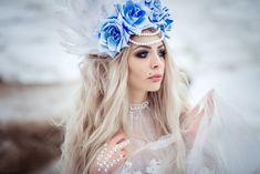 Голубые глаза, голубые линзы, красивые глаза, города из перьев, ободок из цветов , модель