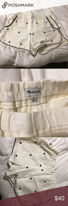 Madewell white and black knitted shorts! XS- runs more like a small. Worn only a few times. Just a little too big on me. No stains. Like new. Madewell Shorts