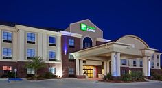 Holiday Inn Express Hotel & Suites Vidor South Vidor This hotel features an outdoor pool with a sun deck and a 24-hour fitness center. Located an 8-minute drive from Boomtown USA Water Park, it offers a 32-inch flat-screen TV in every room.