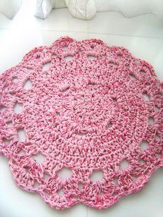 Flor grande, feita com fio de malha reciclada, rosa