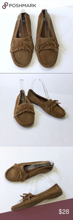 "Minnetonka suede kilty moccasins hard sole 1014 Size 7.5 - Minnetonka - Soft suede moccasins with fringe detail. Hard sole (flexible) to protect your feet as you walk. Sole measures 9 3/4"" inches. Minnetonka Shoes Moccasins"