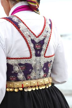 Åmlibunaden - Magasinet BUNAD Norway Culture, Fairytale Fashion, Folk Costume, Alternative Fashion, Traditional Dresses, Boho Fashion, Going Out, Dance Wear, My Style