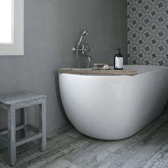 Bathroom🛁 @interior_by_mariarasmussen Norwegian House, I Coming Home, Bathroom Interior, Own Home, Bathtub, Home And Garden, Bathrooms, Bathing, Standing Bath