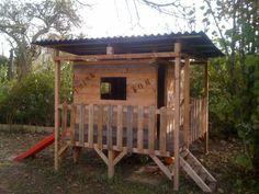 Kids Playhouse Made Out Of Pallets Kids Projects With Pallets Pallet Huts, Cabins & Playhouses (Kids Wood Crafts Pallet Furniture) Pallet Fort, Pallet Kids, Pallet Playhouse, Pallet Trunk, Pallet Crafts, Diy Pallet Projects, Projects For Kids, Wood Projects, Wood Crafts