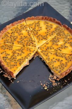 Easy recipe for passion fruit tart. A delicious homemade sweet tart with a creamy tangy passion fruit filling Köstliche Desserts, Delicious Desserts, Dessert Recipes, Dessert Tarts, Passionfruit Recipes, Passionfruit Tart, Panna Cotta, Passion Fruit Juice, Mango