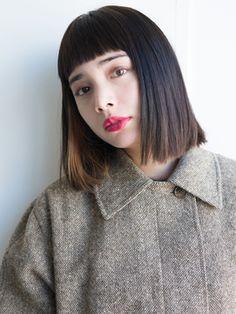 ワンサイド重ためスタイル☆耳かけインナーカラーナチュラルボブ/SOCO 【ソーコ】をご紹介。2017年夏の最新ヘアスタイルを100万点以上掲載!ミディアム、ショート、ボブなど豊富な条件でヘアスタイル・髪型・アレンジをチェック。 Short Hairstyles For Women, Hairstyles With Bangs, Trendy Hairstyles, Japanese Hair Tutorial, Asian Hair Growth, Medium Hair Styles, Short Hair Styles, Japanese Hairstyle, Mid Length Hair