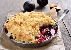 Natvia is a Stevia sweetener made from natural sweeteners and a healthy sugar substitute. Healthy Sugar, Healthy Cake, Healthy Desserts, Dessert Recipes, Plum Recipes, Sugar Free Recipes, Fall Recipes, Mixed Berry Pie, Plum Crumble