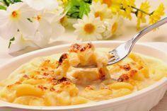 Macaroane cu sos cremos de brânză   Retete culinare - Romanesti si din Bucataria internationala Pizza Lasagna, Quick Appetizers, Romanian Food, Rigatoni, Quick Meals, Tzatziki, Macaroni And Cheese, Bechamel, Cheddar