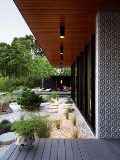 Los caminos de concreto llevan de la terraza a la alberca. | Galería de fotos 10 de 15 | AD MX