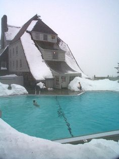 Google Image Result for http://upload.wikimedia.org/wikipedia/commons/3/37/Timberline_Lodge01.jpg