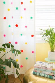 pom pom curtain DIY /Cortina de pompones