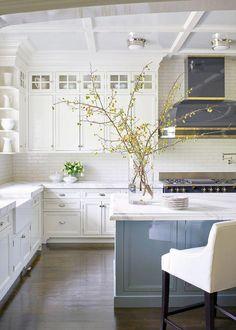 Kitchen Trends 2019 The New Traditional Kitchen Classic Kitchen, Farmhouse Style Kitchen, Modern Farmhouse Kitchens, Home Decor Kitchen, Kitchen Furniture, Kitchen Interior, New Kitchen, Home Kitchens, Kitchen Ideas