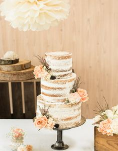 ** Vintagerie ** A Naked Cake with a delicate creamy look and fresh … # Creamy … - DIY WEDDİNG Whimsical Wedding Cakes, Wedding Cake Rustic, Rustic Cake, Our Wedding, Pretty Cakes, Beautiful Cakes, Naked Cakes, Love Cake, Cake Creations