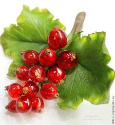 Купить Брошь Красная смородина. - ярко-красный, полимерная глина, эпоксидная смола, ягоды
