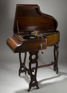 Acoustic gramophone in the shape of a small grand piano. Vintage Telephone, Vintage Music, Cenas Do Interior, Radios, Gramophone Record, Radio Antigua, Music Machine, Audio Room, Record Players