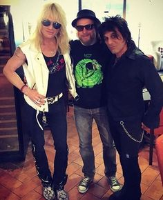 Photo taken from: @rockaroundtblog  I hope you don't mind I took this! It's a great photo!  Michael and everyone look great as usual.  #MichaelMonroe #Legend #Icon #HanoiRocks #SteveConte