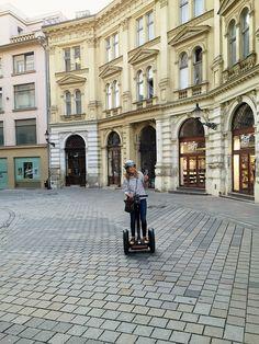 6 THINGS TO DO IN BRATISLAVA: Bratislava auf dem Segway zu erkunden macht besonders viel Spaß Bratislava, Things To Do, Louvre, Building, Travel, Travel Report, Explore, Sustainability, Places