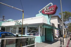 True Romance Movie Location Rae's Restaurant, 2901 Pico Boulevard, Santa Monica, Los Angeles. This is the 'Detroit' diner in which Clarence and Alabama enjoy pie after watching a Sonny Chiba Street Fighter triple bill, in the Tarantino-scripted film. True Romance, Romance Movies, Sonny Chiba, Lords Of Dogtown, Dining Club, Christopher Guest, Tony Scott, Ambassador Hotel, Going To California