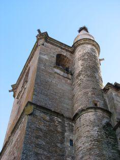 Otra imagen de la Torre en la que podemos ver el cilindro que corresponde a la escalera de caracol que asciende hasta el campanario.