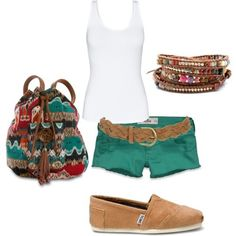 love the shorts and bracelets and the purse! Gah! Perfect summer exploring outfit!